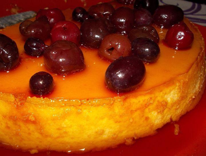 Flan napolitano con frutos rojos