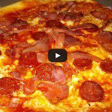 Pizza de carnes frías