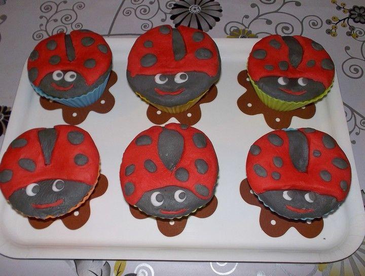 Muffins de chocolate blanco con fundant