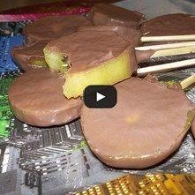 Paletas de chocolate y kiwi
