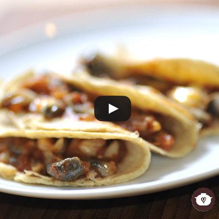 Tacos de cuitlacoche guisado