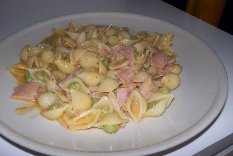 Pasta con salsa de chipotle y atún