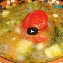 Sopa de quelites y flor de calabaza