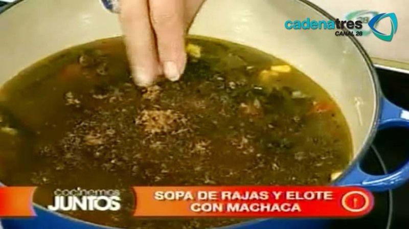 Sopa de rajas y elote con machaca