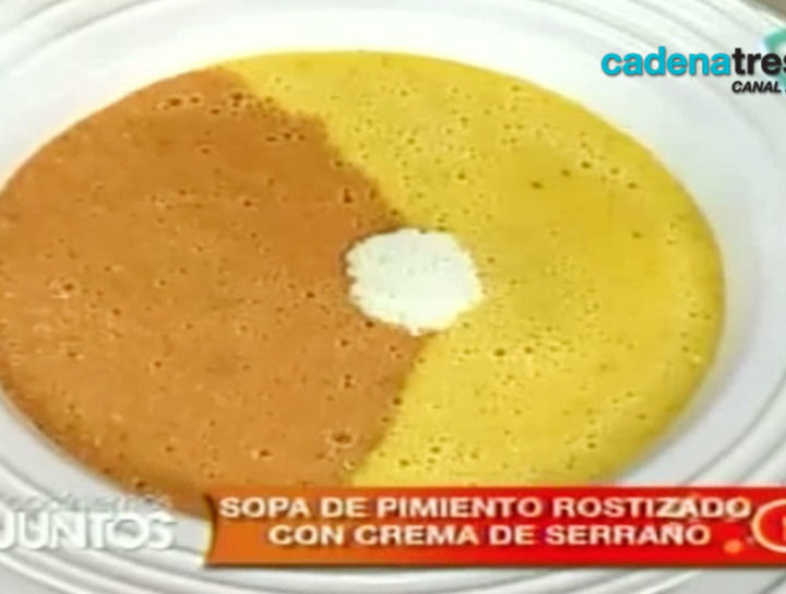 Sopa de pimiento rostizado con crema de serrano
