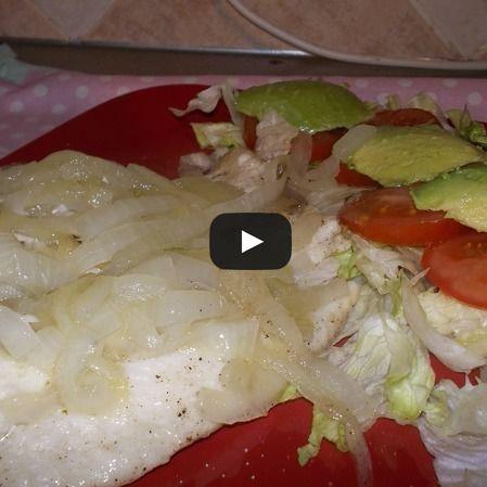 Filetes de pescado con cebolla caramelizada