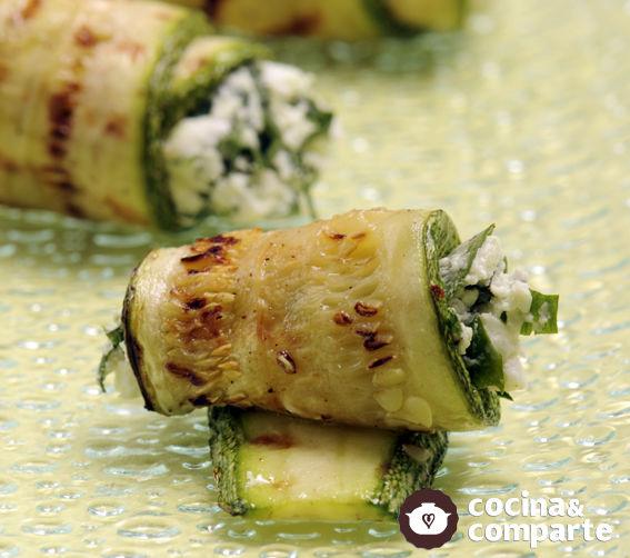 Rollitos de calabacita con queso de cabra