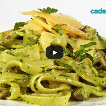 Pasta de pesto con cilantro cremoso