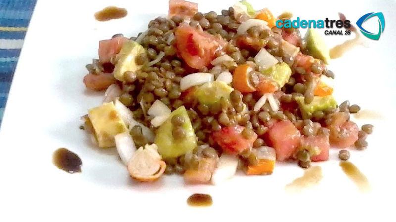 Ensalada de lentejas, zanahoria y pimiento amarillo