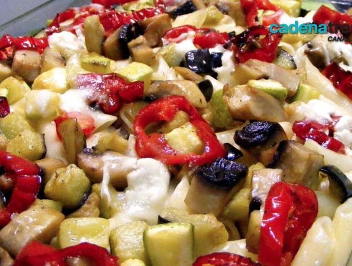 Torta rústica de champiñones, pimientos y espinacas