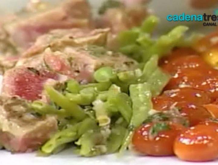 Ensalada de nicoise con atún sellado