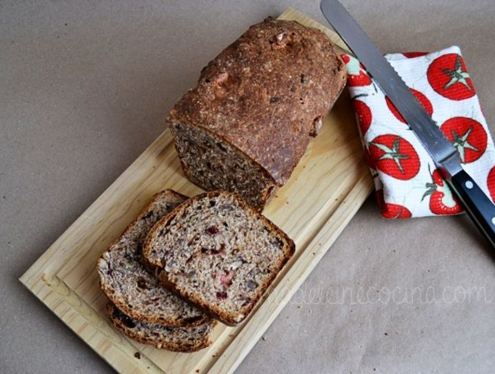 Pan integral 100% con canela, arándanos y pasas