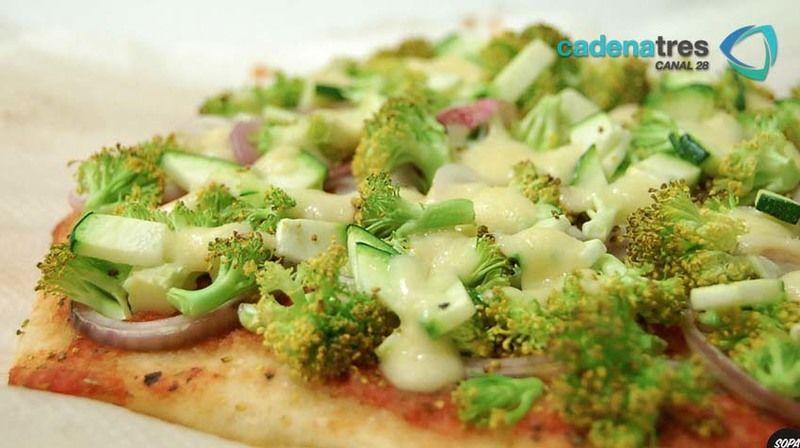 Pizza de calabacitas y cebolla morada