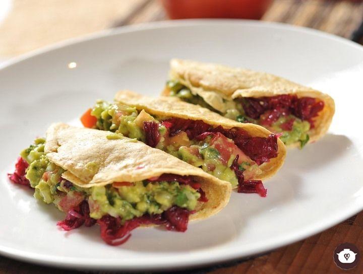 Tacos de jamaica con guacamole
