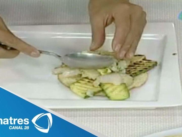 Tostadas de pescado con salsa de piña y jícama