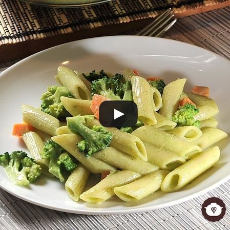 Pasta fría con aderezo verde y verduras