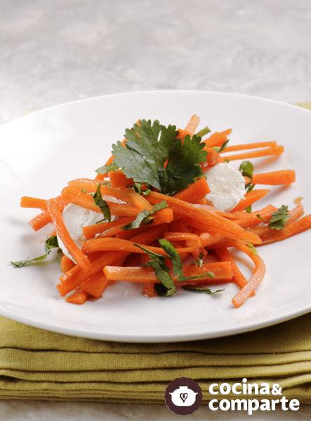 Ensalada de zanahoria con queso de cabra