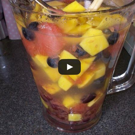 Agua de frutas tropicales