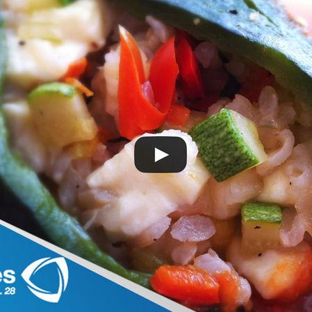 Chiles poblanos rellenos de verduras y arroz