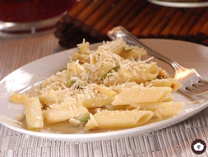 Penne rigate con calabacitas y queso ricotta