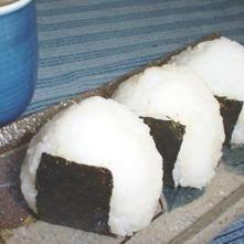 Onigiris (bolas de arroz rellenas)
