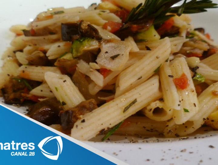 Pasta a la provenzal con salsa de vegetales