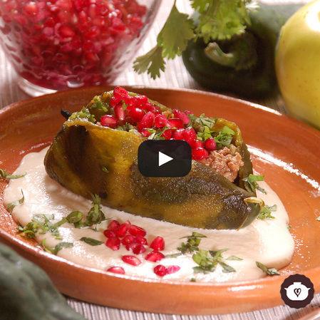 Chiles en nogada de almendras