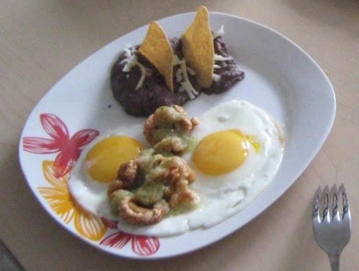 Huevo con chicharrón crujiente