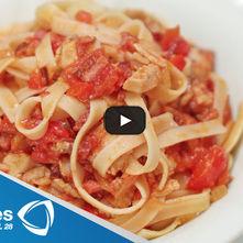 Linguini con pimientos, cebollas y nueces