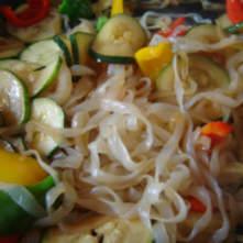 Shirataki de konjac con verduras y salsa de soja Miracle Noodle