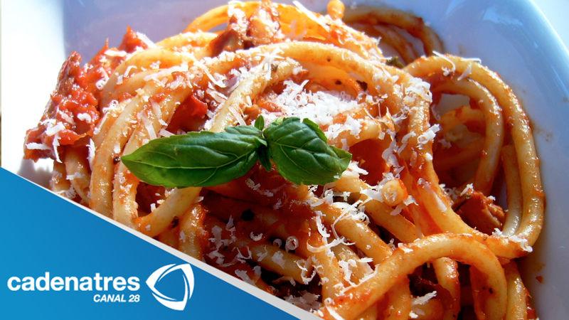 Spaguetti con betabeles, mantequilla y semillas de amapola