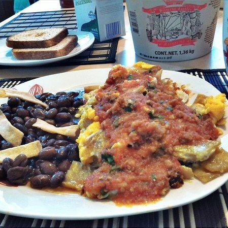Miguitas con huevo y salsa de chorizo de Jaumave