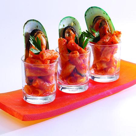 Espiral y mejillones ahogados en pomodoro