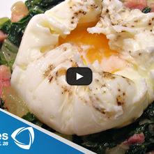 Huevos pochados con acelgas
