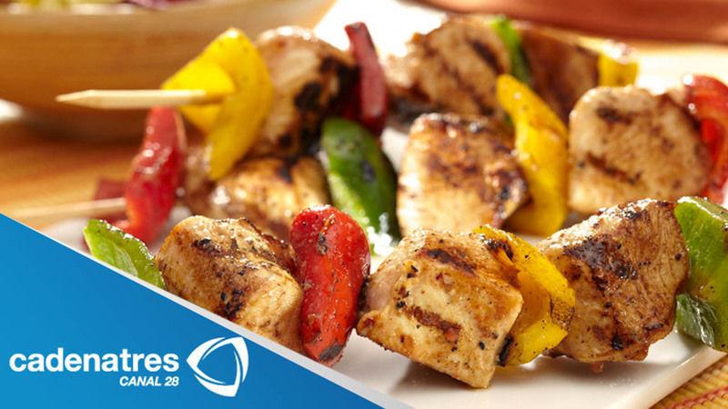 Banderillas de chorizo, camarones y carne de res al grill