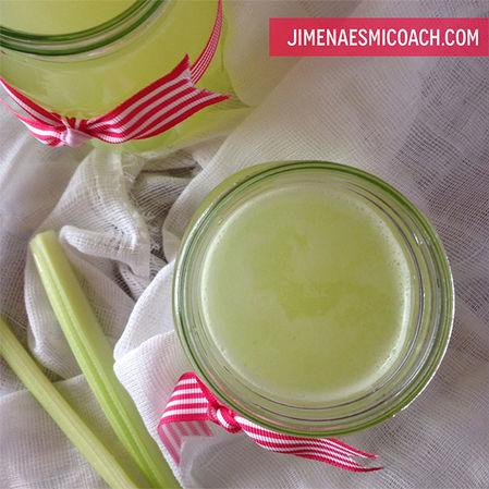Agua de limón con apio