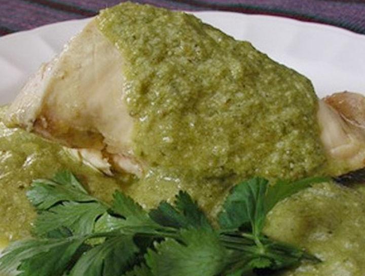 Filete de pescado en mole verde