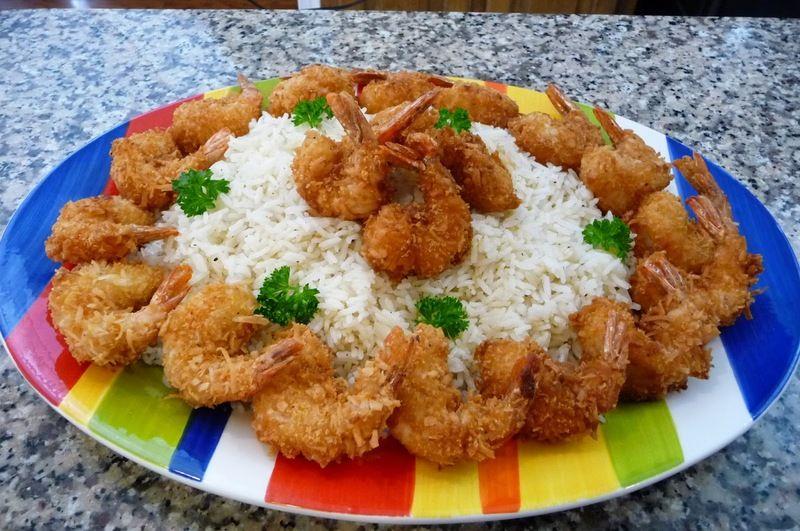 Camarones empanizados con coco y jalea