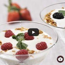 Yogur con frutas y granola