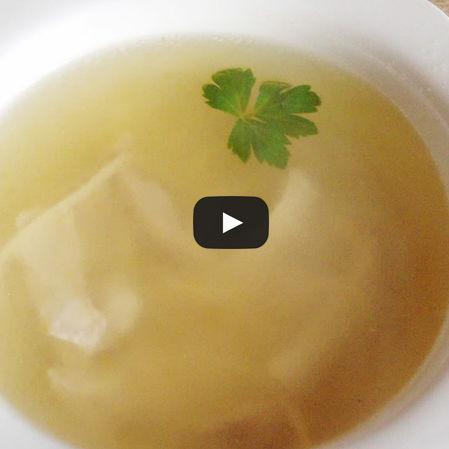Sopa de pollo con pasta
