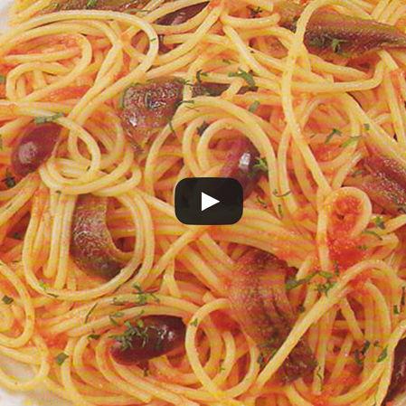 Spaghetti con jitomate y mantequilla de anchoas