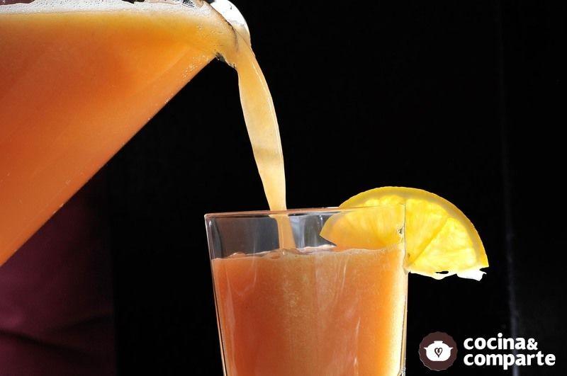 Agua de naranja con papaya