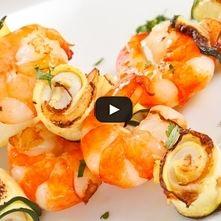 Brochetas de camarón con chutney de pistache