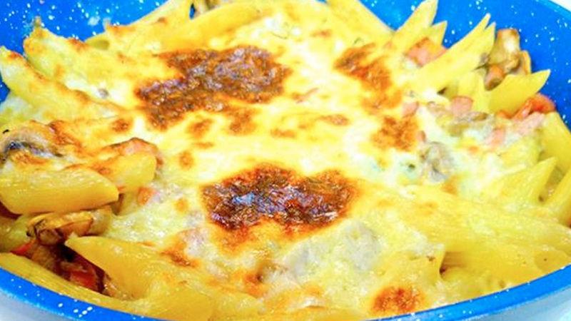 Cacerola de pasta con chorizo y hongo gratinado