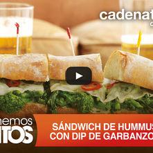 Sándwich de hummus con dip de garbanzos y vegetales