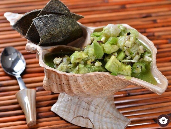 Ceviche de mero, chapulín y maíz
