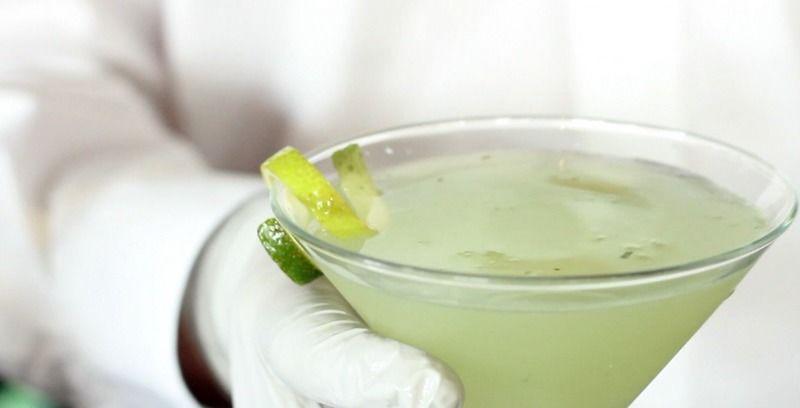 Martini de albahaca