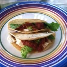 Tacos de frijoles con lechuga