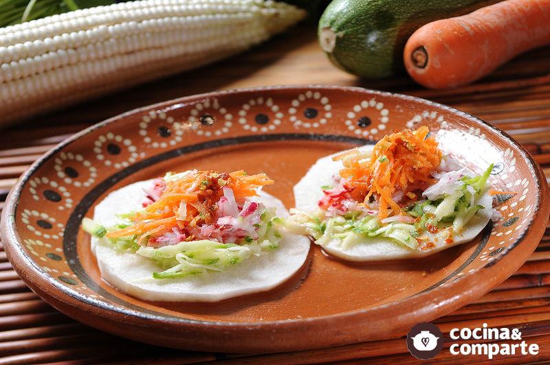 Sopes de jícama vegetarianos