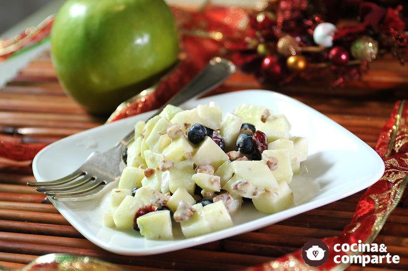 Ensalada navideña de manzana con yogur